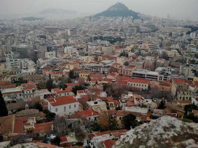 Het was een grijze dag tijdens onze klim naar de Acropolis. Dat gaf het geheel iets mysterieus.